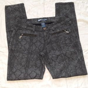 Noble stretchy Ankle pants Size 9 Great condition